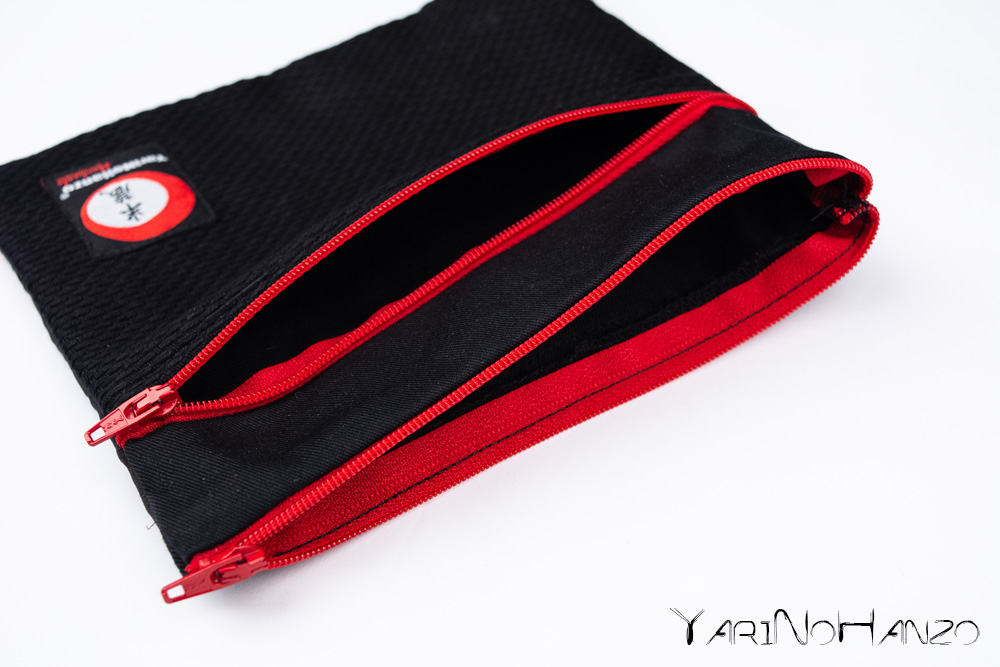 YariNoHanzo carry pouch for masks and gloves